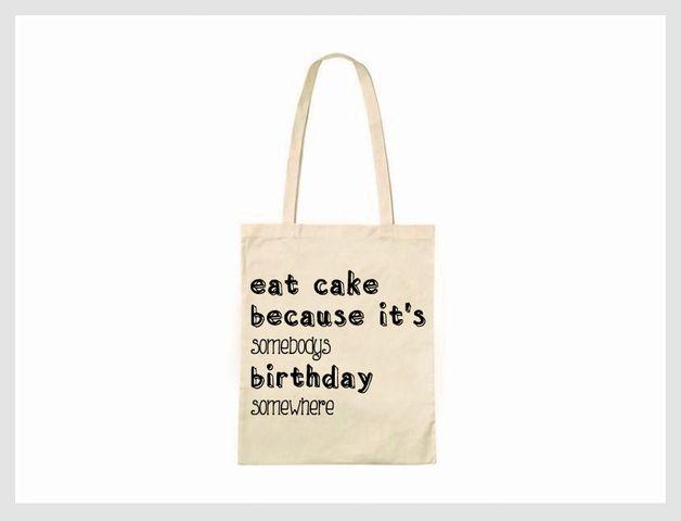 Jutebeutel Kuchen essen, weil irgendwer irgendwo Geburtstag hat // tote bag eat cake because it's somebody's birthday somewhere via DaWanda.com