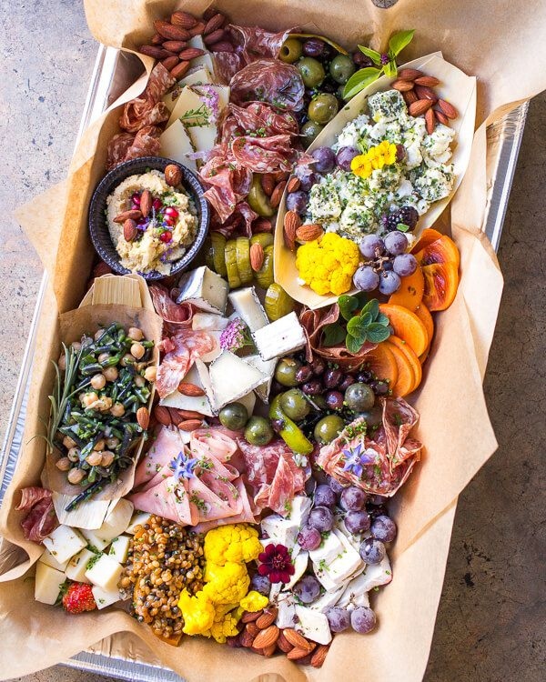 crostini-station-cheese-meats-vegetables-snacks