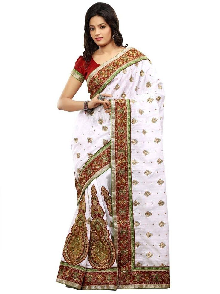 White saree Code: i3 Prijs: SRD 380 Levertijd: 2-3 weken Alleen op bestelling. U kunt uw saree bloes ook naar uw maat laken maken voor slechts SRD 40.