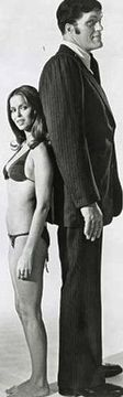Barbara Bach est le Major Anya Amasova (1977) avec Richard Kiel - L'Espion qui m'aimait (The Spy Who Loved Me)
