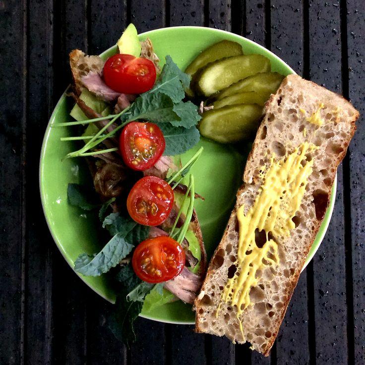 #duck #meat #sandwich #tomatoes #moustard #kale #sprouts #avocado #pickles #rye #baguette #foodcoaching #easypeasy