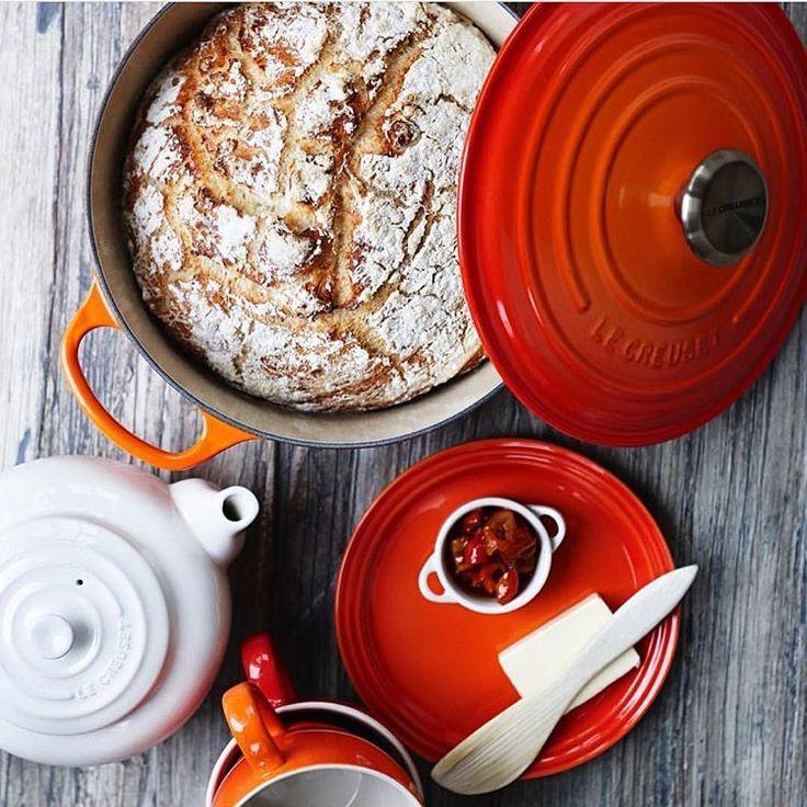 Bak deilig grytebrød i en støpejernsgryte fra Le Creuset. Perfekt til søndagsfrokosten🍞🍓🧀☕️ www.tilbords.no  #tilbords #lecreuset #støpejern #gryte #kjele #kasserolle #matlagning #middag #brød #grytebrød #mat #food #bake #bread #bakst