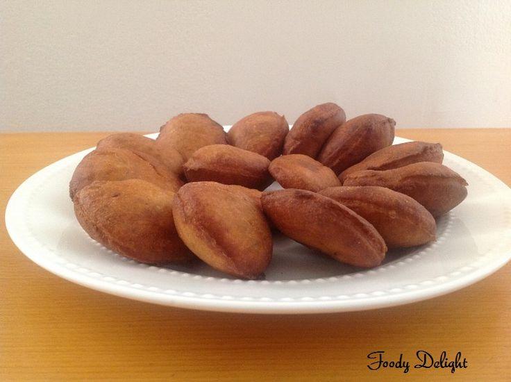 Mangalorean Banana puri, is one of the famous Konkani breakfast . In konkani language , these puris are known as Kelyachi Bansa . These sw...