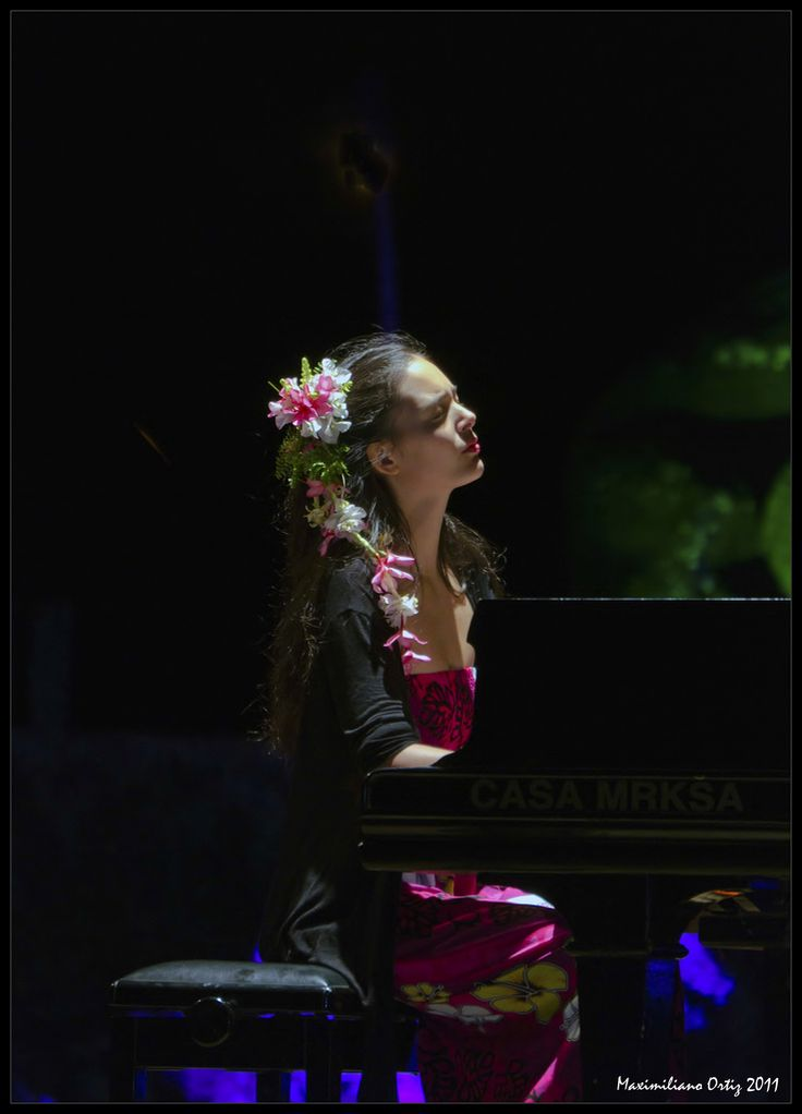 Mahani Teave is a native of Rapa Nui (Easter Island, Chile) and its only concert pianist. She began her piano studies there in 1992 when violinist Erica Putney arrived with the island's first piano. Later that same year Mahani met concert pianist Roberto Bravo who urged her family to move to mainland Chile so that Mahani could study with Professor Ximena Cabello at the Conservatorio de Musica of the Universidad Austral de Chile, Valdivia. After graduating with Highest Distinction, she…