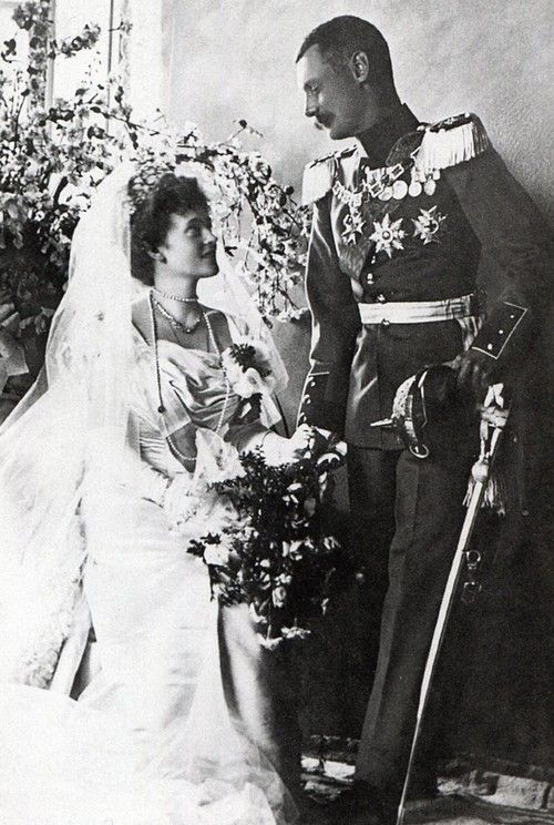 Wedding picture of Duchess Marie Gabrielle in Bavaria and Prince Rupprecht later Crown Prince of Bavaria on 10 july 1900. Love the way they are looking at each other