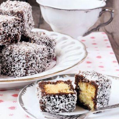 Prăjitură în sos de ciocolată