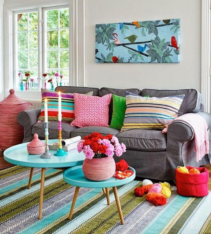 Inspiração de sala de estar cheia de cor e estilo. Como não amar?! (via: Pinterest) #decorarmaispormenos #euamodecorar #inspiração #pinterest