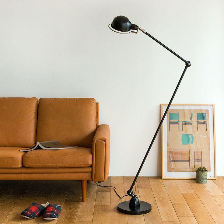 独特なフォルムでクールな存在感が漂う、インダストリアルなフロアランプ「TURKU FLOOR LAMP L」