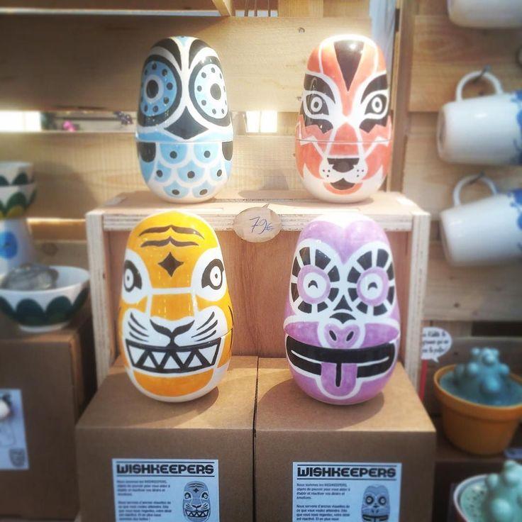 Le quatre Wishkeepers toutes ensemble. Le Hibou  pour attirer la concentration le Loup  pour maintenir la ténacité le Tigre  pour travailler la confiance en soi et le Singe  pour augmenter la créativité. #magolab #magolabstand #wishkeepers #lehibou #leloup #letigre #lesinge #toutesensemble #ceramique #ceramica #ceramics #handpainted #paintealamain #marchenoelgrenoble #xmasmarket #grenoble