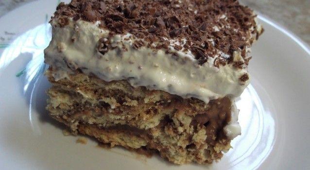 Μια συνταγή για μια φανταστική, εύκολη και πολύ γρήγορη μπισκοτένια τούρτα. Ένα υπέροχο δροσερό γλυκάκι για όλες τις ώρες.