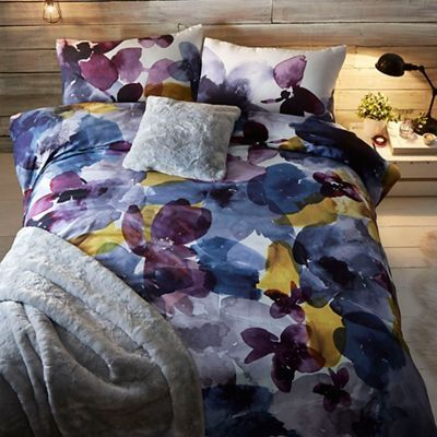 Refresh a bedroom palette with this bedding set from our exclusive RJR.John Rocha range. Made from irresistibly soft cotton, it features a charming watercolour-inspired print in a multitude of hues.