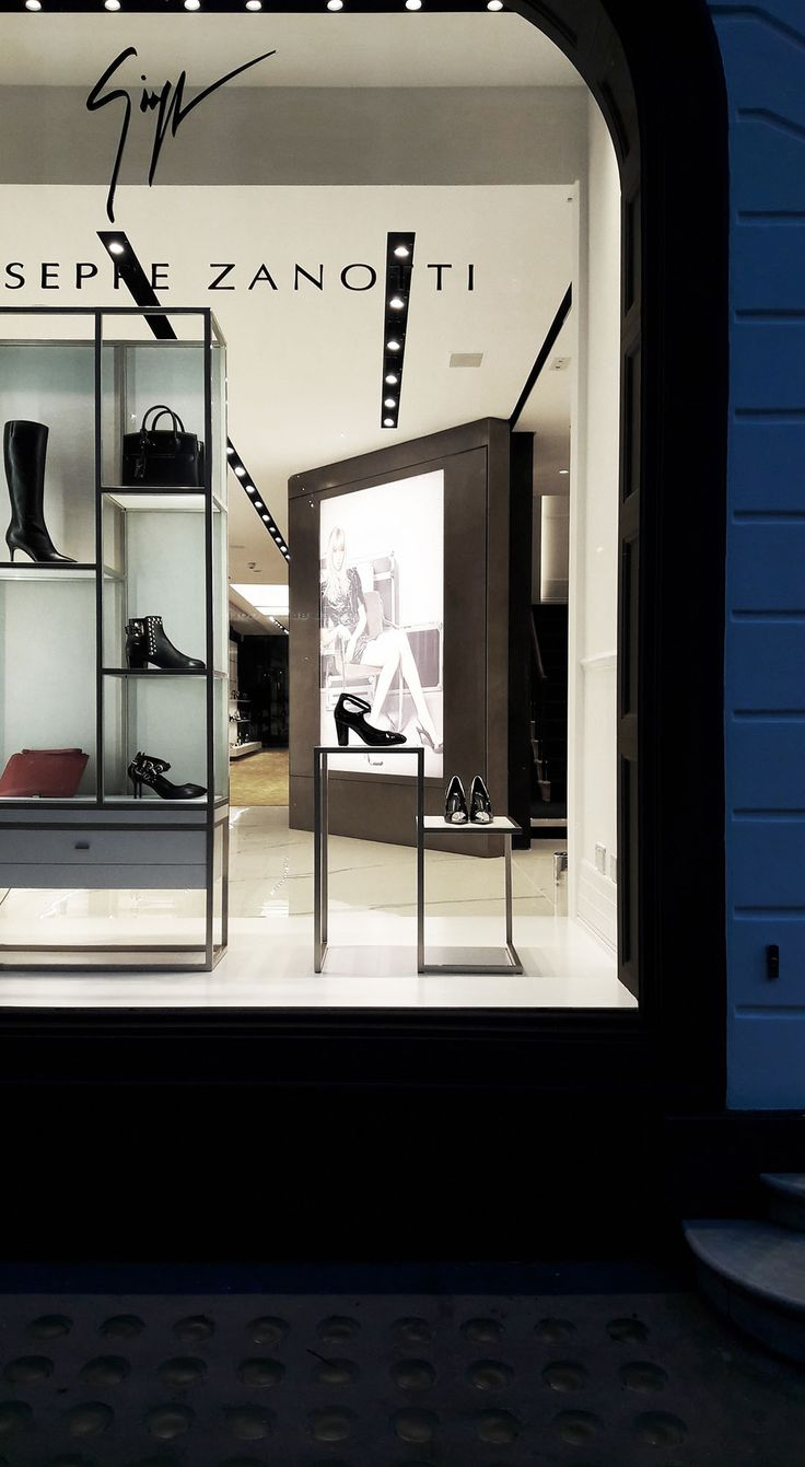 NUOVOSTUDIO Architettura e Territorio - Giuseppe Zanotti boutique - Conduit Street, London - Ph. Gianluca Bonini
