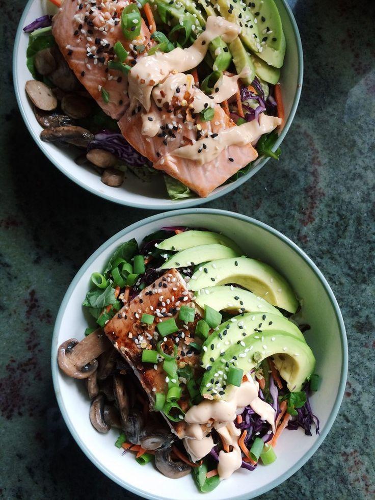 Asian salmon salad Här kommer både bilder och ett ungefär recept på lunchen jag lagade till mig och Sandra i veckan. hade väll lite sushi, spicy, fisk cravings