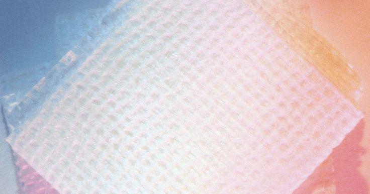 Como fazer um piercing transversal cicatrizar rápido. Piercings corporais são uma maneira criativa de se expressar. Um piercing transversal, tipicamente encontrado na cartilagem superior da orelha, é composto de dois furos ligados com uma barra. Ele demora, em média, de quatro a seis meses para cicatrizar e durante este tempo há várias precauções que você pode tomar para cuidar do seu piercing. Siga ...