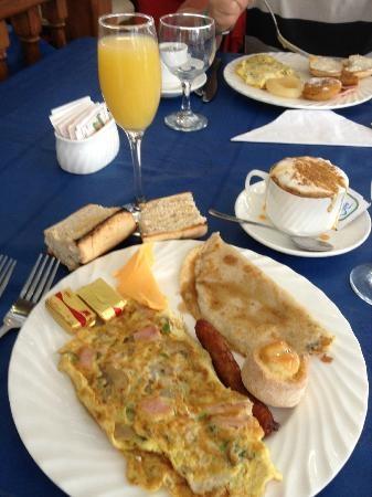 Memories Azul Beach Resort: The best breakfast ever! Try their cappucinos.