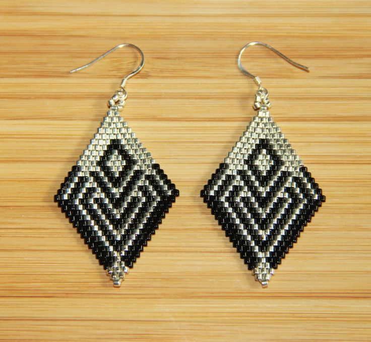 Boucles d'oreilles miyuki noir et argenté en argent 925 : Boucles d'oreille par ccedille-bijoux