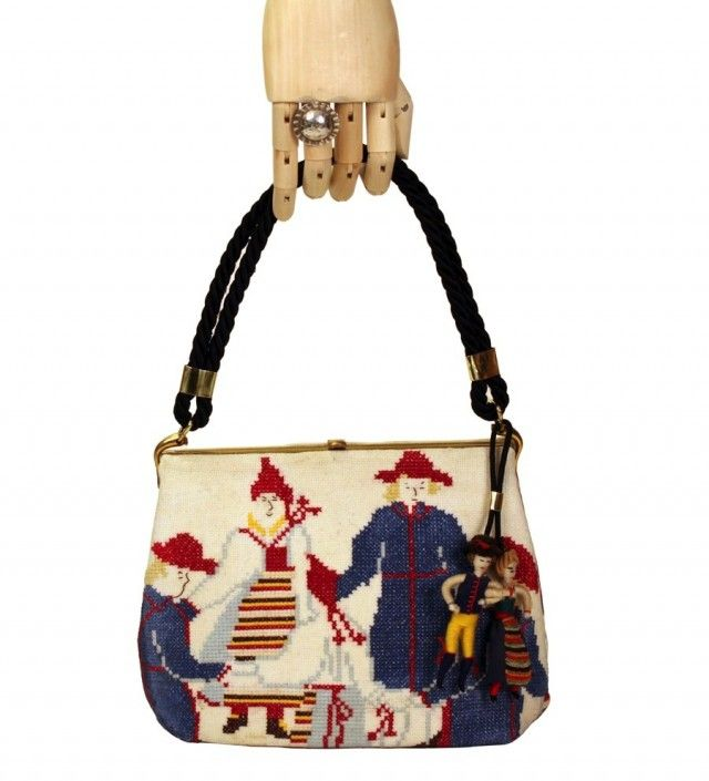 Handväska med pardans. (Foto Johan Bondjers)