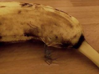Quand une banane accouche d'une araignée... Terrifiant