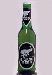 """Bjorne Beer chiamata da tutti gli amici """"la birra dell'orso"""" non solo per l'orso che si trova enlla etichetta ma anche per il suo elevato tasso alcolico, ideale per sopravvivere alle fredde notti del nordeuropea. Il colore è giallo ed inteso, il sapore è leggermente amaro e ha una leggera aroma di malto e erba ci campo. Si beve nella pinta e ha una schiuma compatta e persistente, il suo sapore la rende una delle poche birre adatta a ogni cibo."""