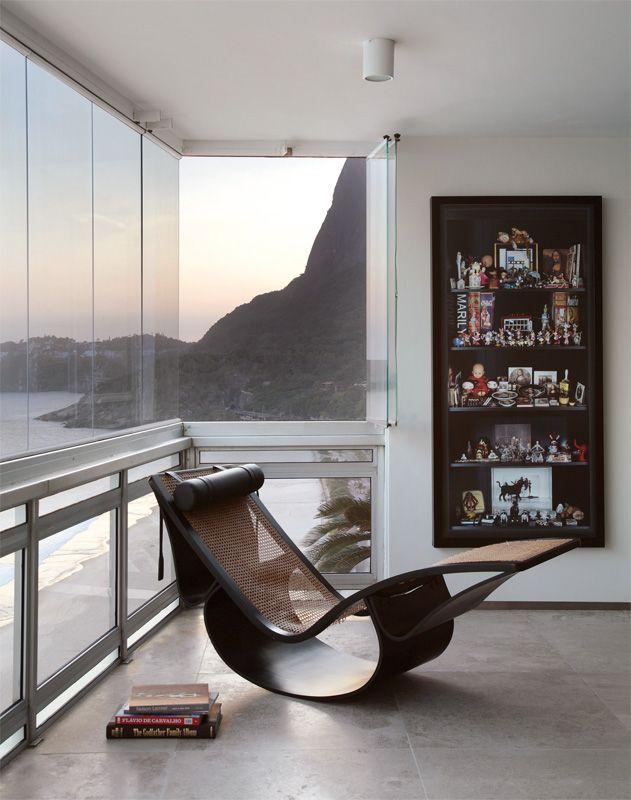    chaise longue rio / oscar niemeyer    Obras de arte e móveis de design assinado no apartamento carioca