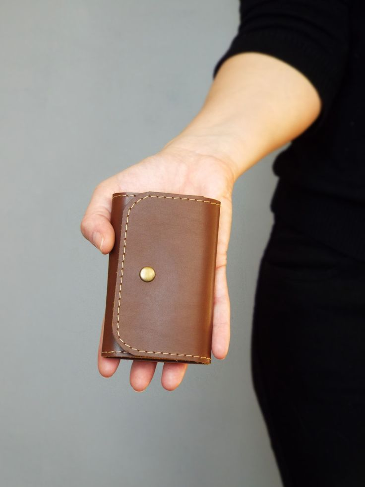 Hand stitched leather key holder by 5Plus on Handmadeineurope