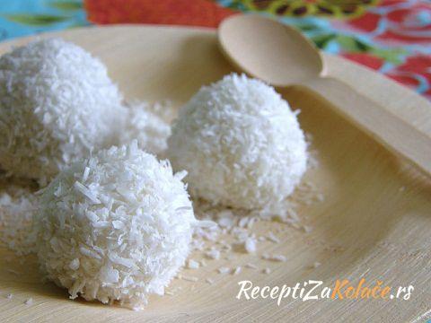 Bombice sa bananama i kokosom http://www.receptizakolace.rs/kolaci-recepti/posni-kolaci-recepti/197-bombice-sa-bananama-i-kokosom
