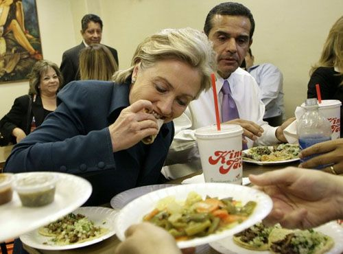King Taco: Mayor Villaraigoza & Hillary Clinton grubbing down, probably just after they got out the club.