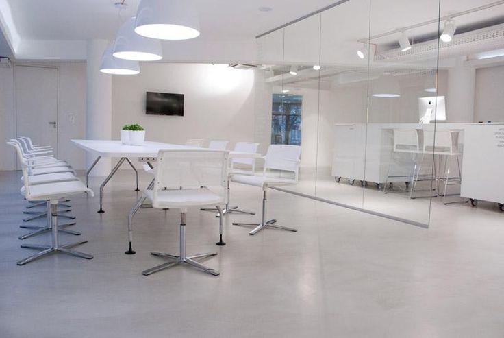Cementová podlahová stěrka Microtopping, showroom BOCA Praha. / Cement floor coating Microtopping, showroom BOCA Praha. http://www.bocapraha.cz/cs/produkt/646/microtopping-podlahova-designova-sterka/