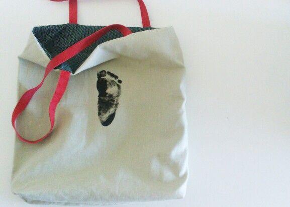 Bolsa de tela reversible con la huella del peque estampada. Bag handmade cocodivision