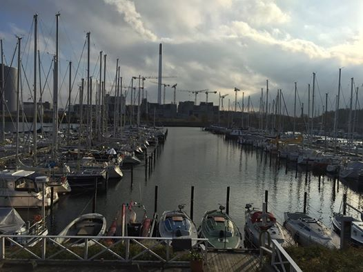Restaurant på amager/refshaleøen med fantastisk udsigt til lynetten havn. God mad. Eget selskabslokale. Perfekt til julefrokoster, fester eller bryllup