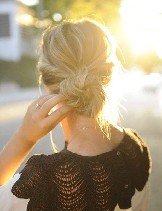Un chignon bas Ce chignon de danseuse est très joli sur cheveux longs ou mi-longs