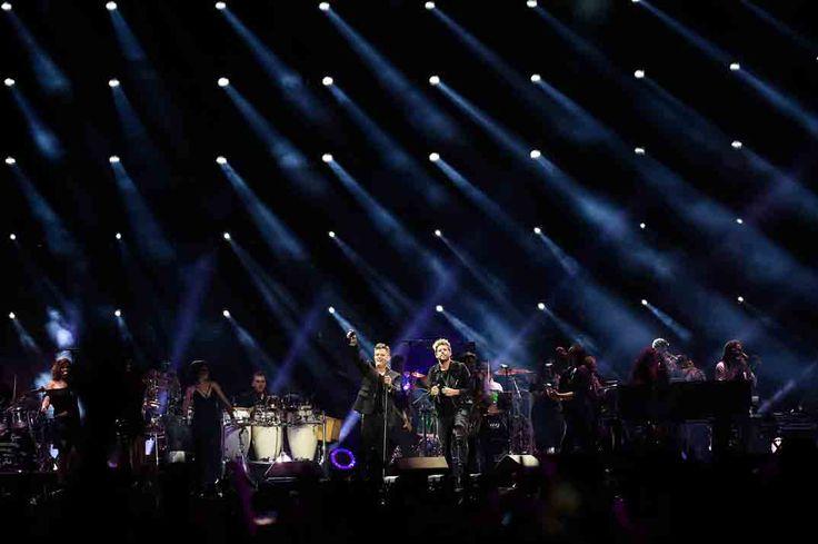 """Alejandro Sanz concierto 20º aniversario de """"Más"""", rodeado de sus amigos"""