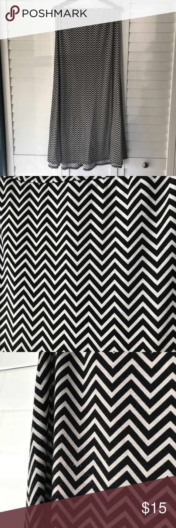 LuLaRoe Black & White Chevron Maxi Skirt LuLaRoe Maxi skirt in awesome black & white chevron pattern. Can be worn as a skirt or tube dress! Size L but easily fits an XL.  Always cared for per LLR instructions.  Good used condition. Light fading and pre-pilling from washing, which can easily been fixed with fabric shaved.   Please let me know if you have any questions!  [smoke-free/pet-friendly home] LuLaRoe Skirts Maxi