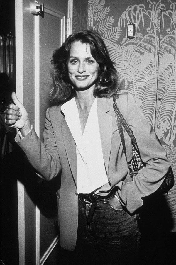 """Ella fue la primera modelo que firmó un contrato de exclusividad con una firma de belleza, con Revlon, y ha sido portada de Vogue en 27 ocasiones. La actriz y modelo americana Lauren Hutton y su inigualable elegancia de """"menos es más"""", sus raíces hippies y bases bohemias con toques sofiticados, siguen marcando tendencia y la convierten 40 años después en una figura en la que fijarnos. Su lema es: """"La moda es lo que te ofrecen los diseñadores cuatro veces al año. El estilo es lo que tú…"""