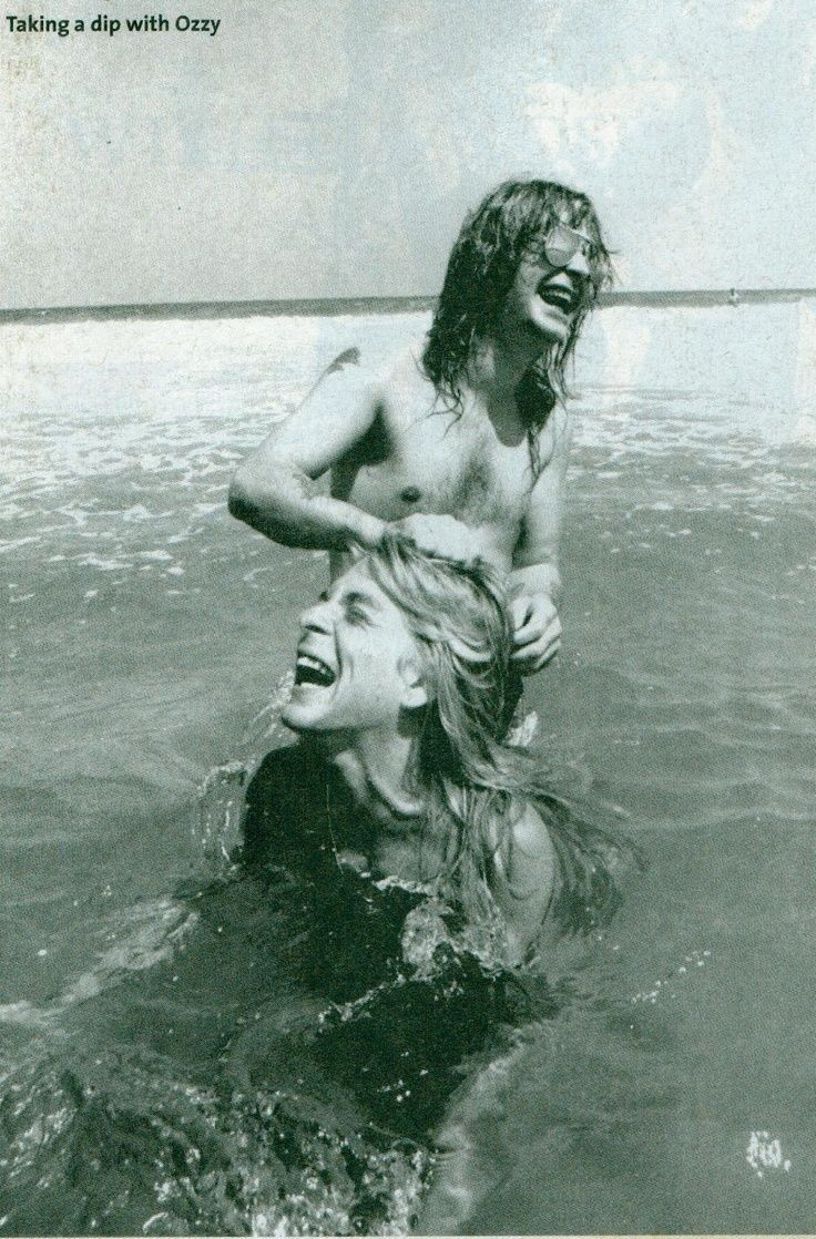 black sabbath Ozzy Osbourne & Randy Rhoads. What a great candid shot. Still remember hearing t… - http://sound.saar.city/?p=16281