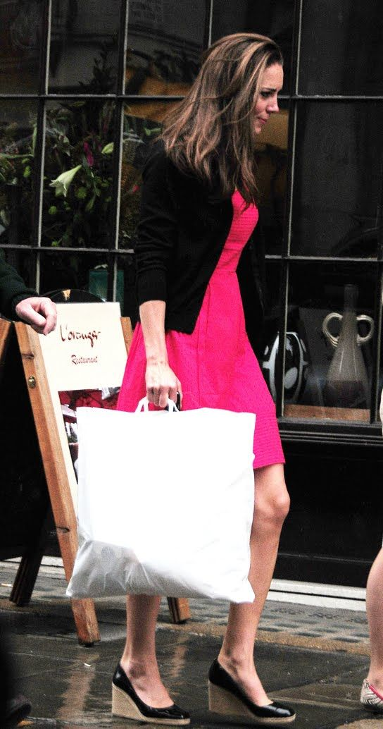 kate middleton - pink dress & patent leather wedges.