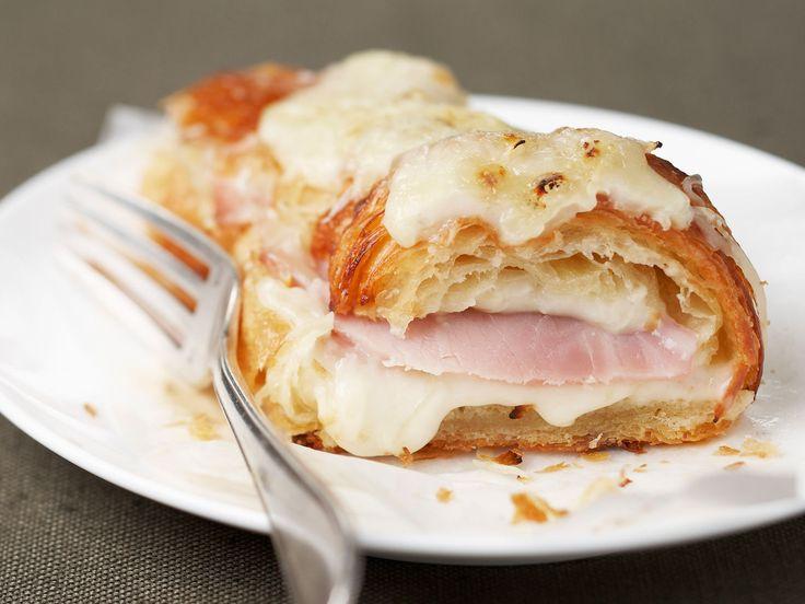 Découvrez la recette Croissant jambon fromage sur cuisineactuelle.fr.