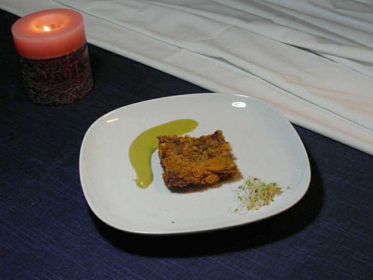 Taco de Cecina de Geras relleno de verduras asadas, rebozado en copos de maíz y con una salsa de pimientos verdes.