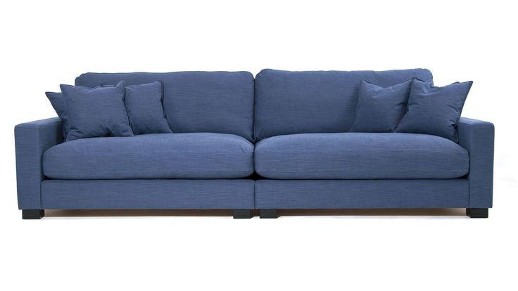 Blå Valen XL soffa i linne. Djup soffa, låg soffa, träben, linnetyg, stor soffa, vardagsrum. http://sweef.se/soffor/149-valen-xl-soffa-i-linne.html