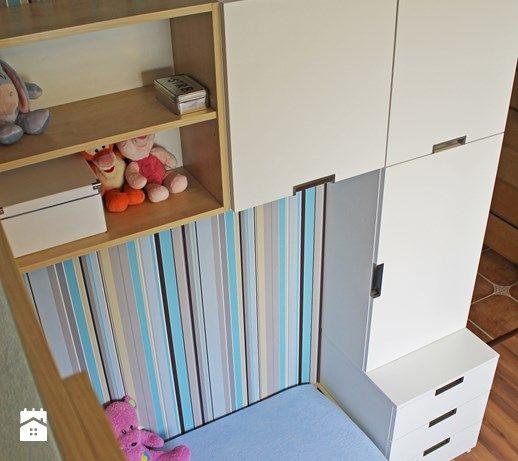 Aranżacje wnętrz - Pokój dziecka: Pokój rodzeństwa - szafki przy łóżku - Inside Story. Przeglądaj, dodawaj i zapisuj najlepsze zdjęcia, pomysły i inspiracje designerskie. W bazie mamy już prawie milion fotografii!