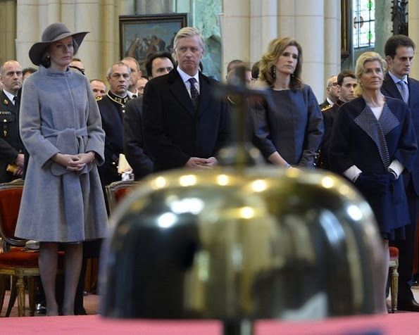 The Belgian Royal Courts: Their Majesties Princesses Lea and Maria Esmeralda commemorate deceased members of the family