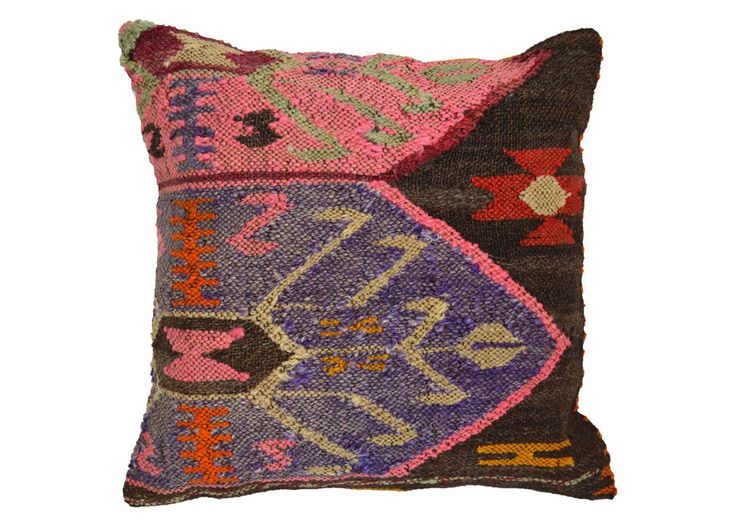 how to choose a rug for a living room 1000 ideas about kilim pillows on throw 28288