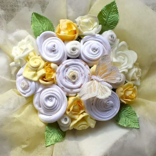 A beautiful Ivory Sensation Baby Clothing Bouquet, perfect for a new #baby Boy Or Girl. A cute #gift for a new baby that includes a bodysuit, mitts, socks, hat and bibs, all the essentials for a newborn. A #luxurious selection of cute #baby gifts in #neutral colours presented as a gorgeous #bouquet.