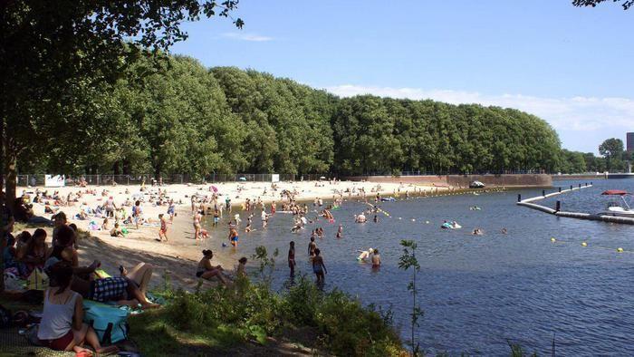 Het strandje bij de Sloterplas is flink uitgebreid en het stadsdeel onderneemt van alles om dit stukje 'Nieuw-West aan zee' aantrekkelijk te maken voo