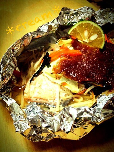 切って、のせて、オーブンで焼くだけ、今日もやっぱり簡単料理(。>∀<。) - 24件のもぐもぐ - 秋鮭のちゃんちゃんホイル焼き☆ by マユ