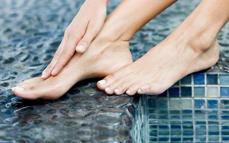 Wir zeigen, wie Füße zu Hause in fünf Schritten frühlingsfit werden und stellen die neuesten Trends in Sachen Fußpflege vor.