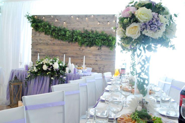 Высокие цветочные композиции на гостевые столы. Декор гостевых столов декоративными цветами
