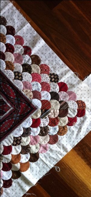 This boarder is a great way to use up all the small scraps from the quilt and still keep the colors working together