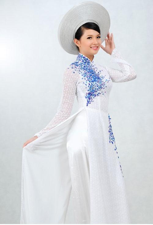 White & Blue Vietnamese Ao Dai