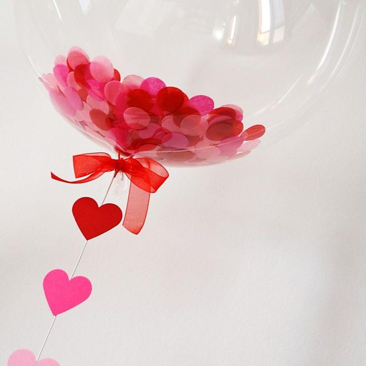 Globo sorpresa confeti rojo rosa y cola de corazones